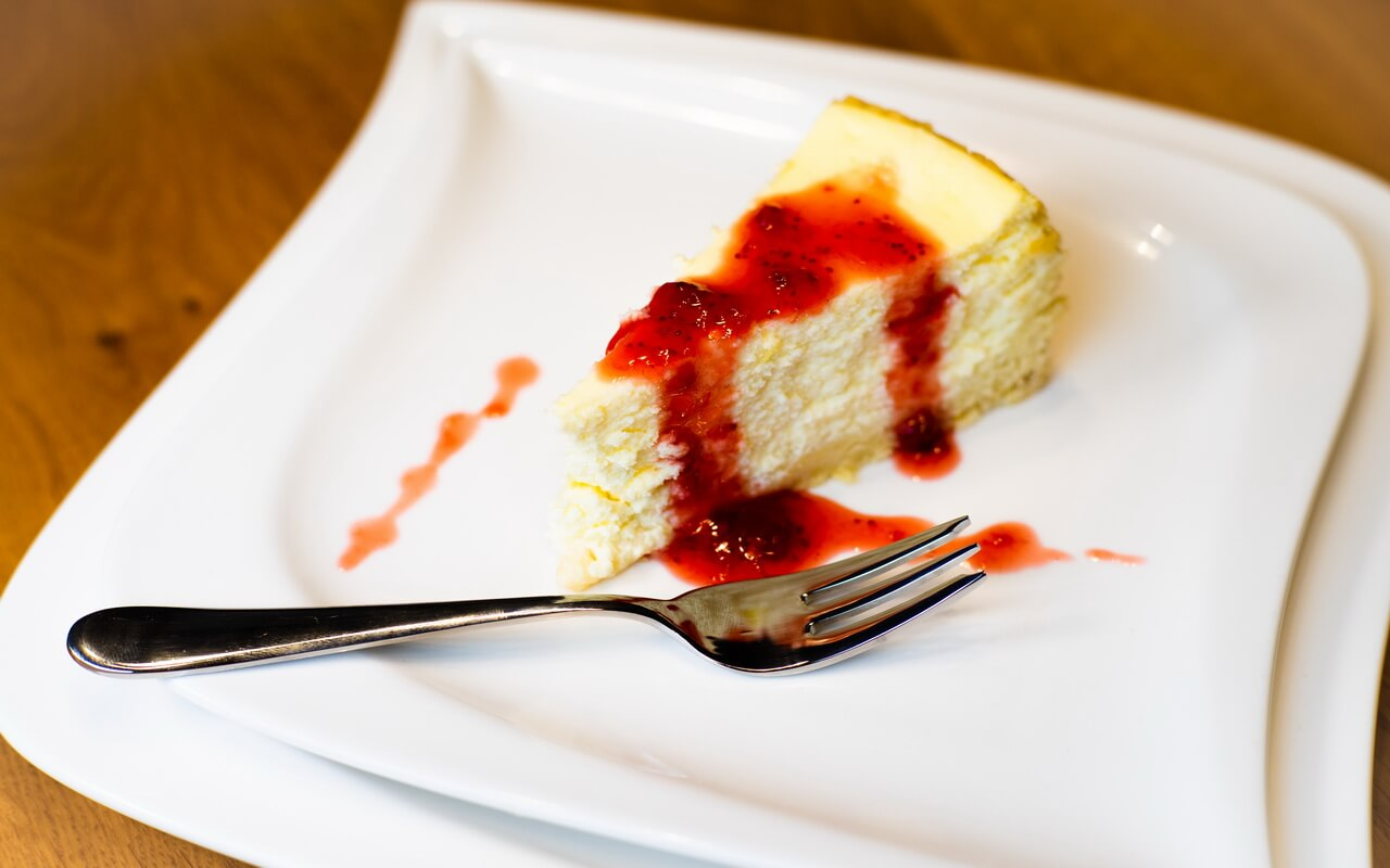 Classic Cheesecake With Strawberry Sauce