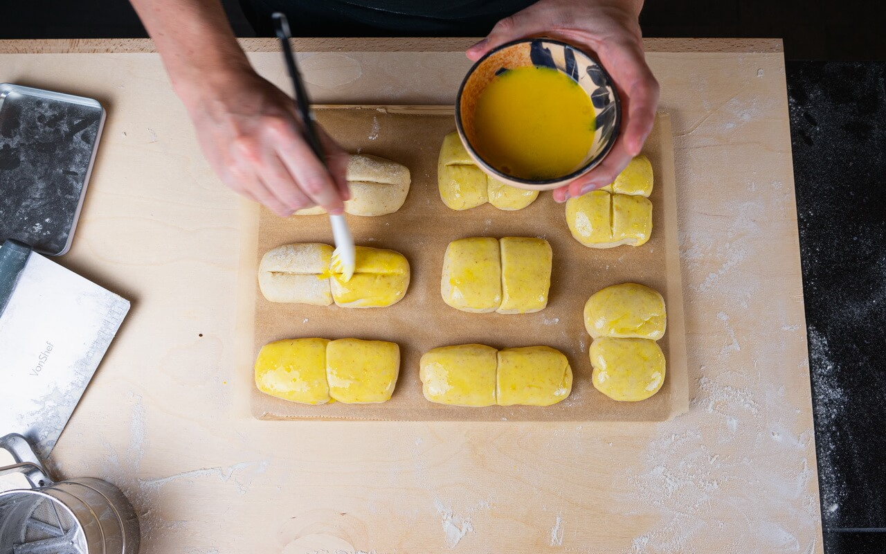 Twin Milk Bread Rolls Coating