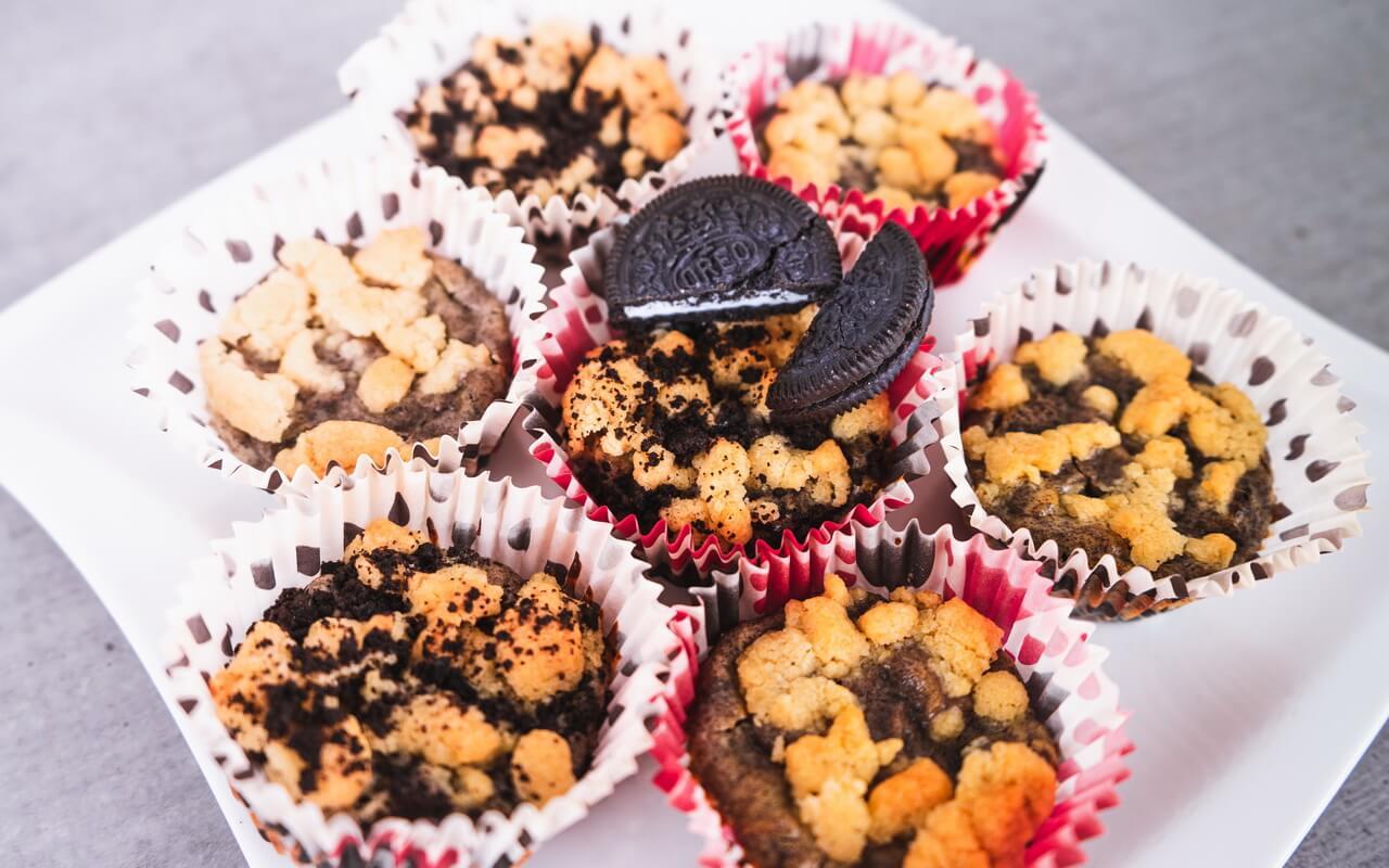Oreo Cheesecake Cupcakes On Plate
