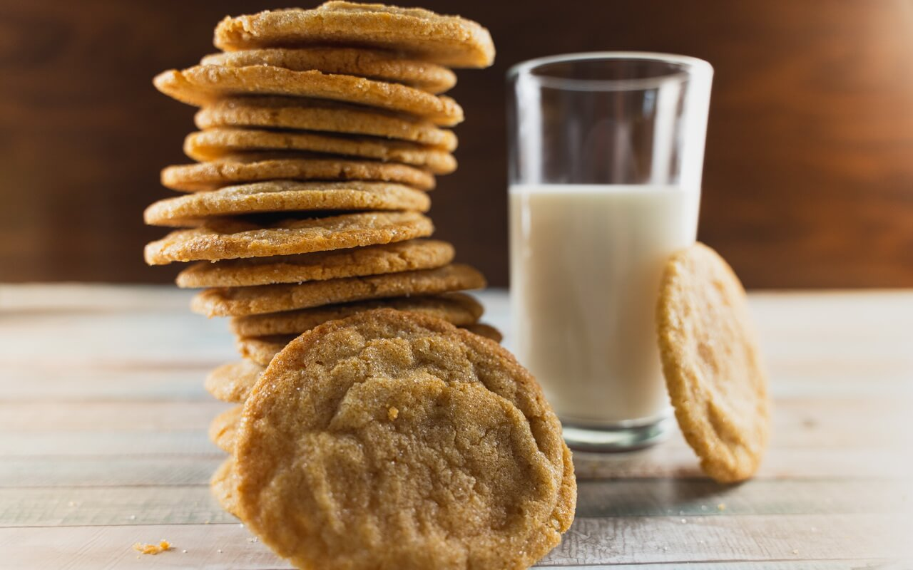 Chewy Brown Sugar Cookies With Cinnamon With Milk