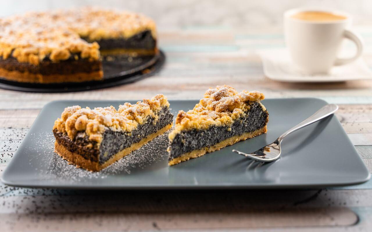 German Poppy Seed Streusel Cake Slices Horizontal