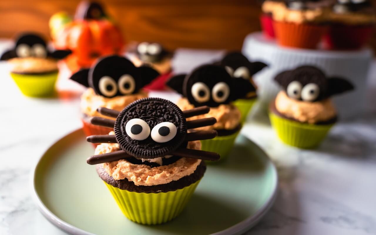 Bat Spider Halloween Cupcakes Spider In The Foreground