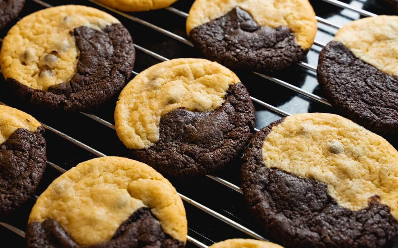 Brookies Brownies And Cookies In One On Wire Rack